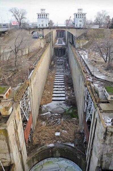 Шлюз Запорожского гидроузла