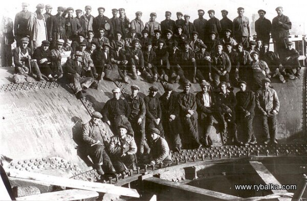 Строители плотины ДнепроГЭС