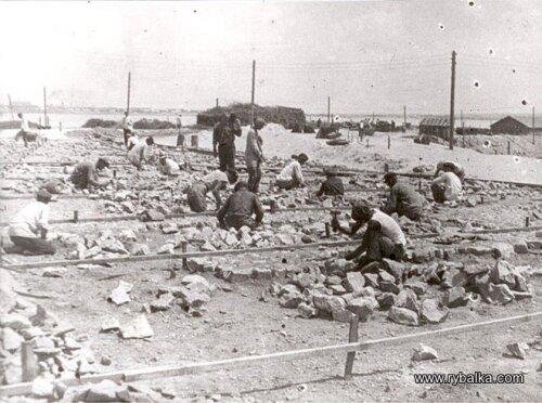 Строительство перемычки ДнепроГЭС с правого берега на левый
