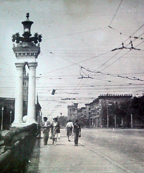 Мост над железной дорогой по проспекту Ленина в 1984 году. Район бывшей площади 12 апреля.