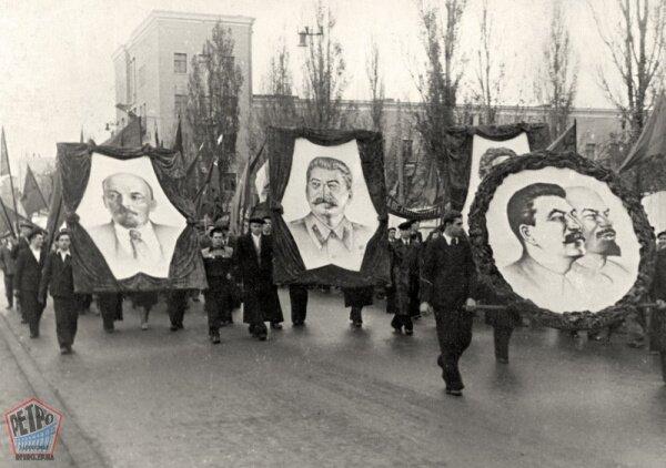 Демонстрация в Запорожье 7 ноября 1950 года