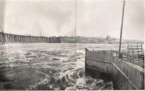Плотина ДнепроГЭС в процессе строительства, конец 20-х годов, начало 30-х