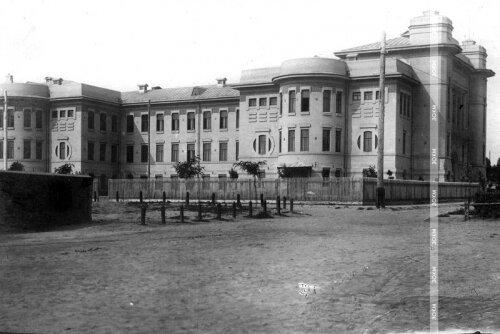 Город Александровск. Мужская гимназия (сейчас И корпус ЗНУ).