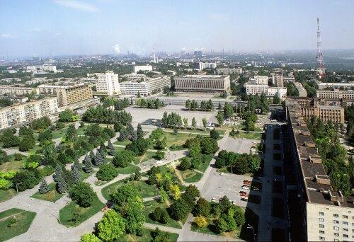 Площадь Фестивальная и облисполком с высоты птичьего полета