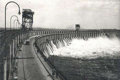 Плотина ДнепроГЭС в 30-е годы (1933 год)