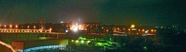 Вид на ночную эстакаду плотины ДнепроГЭС