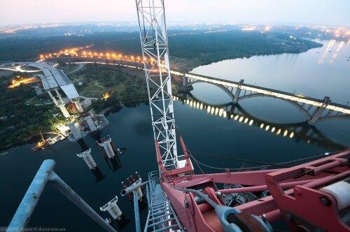 Самая высокая точка новых недостроенных мостов с видом на Хортицу