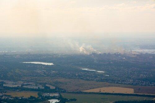 Заводы все дымят и дымят