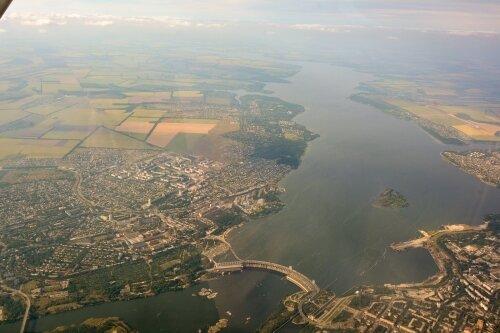 Ленинский район и плотина ДнепроГЭС с кабины самолета