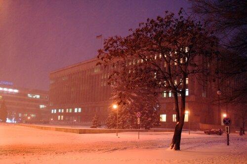 Ночной город в снегу