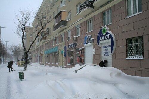 Настоящие сугробы в Запорожье, все занесло снегом