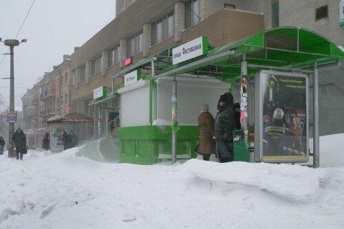 """Остановку  """"площадь Фестивальная"""" неожиданно занесло снегом"""