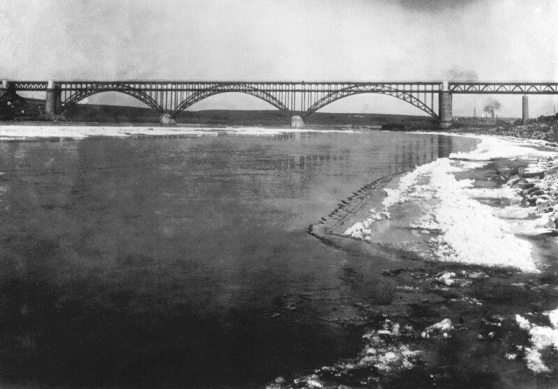 Мост через Днепр на строительстве ДнепроГЭСа, 1931 год