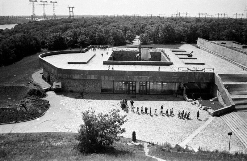 Здание музея истории г. Запорожья на острове Хортица, 27 июня 1976 год.