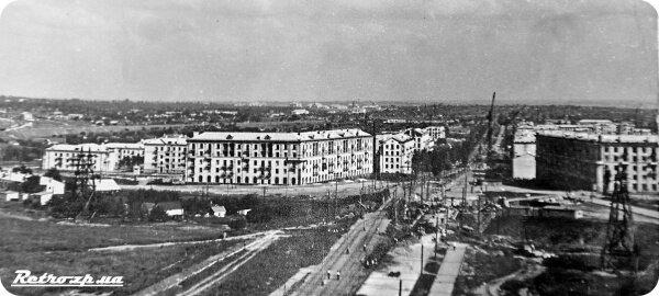 Ретро фотография с необычным видом на проспект Ленина. Вид со стороны пр. Металлургов на пл Поляка.
