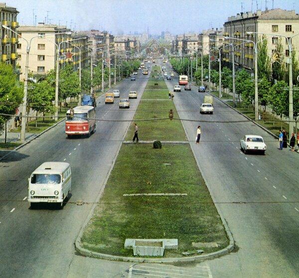 Старая ретро фотография проспекта Ленина в 1970-е года