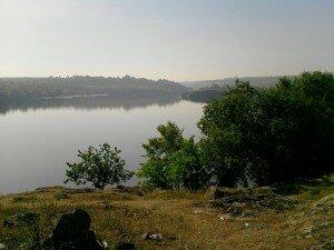Вид с Вырвы на острова: Хортица и Байда