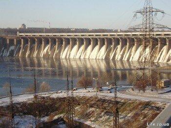Днепровская плотина.
