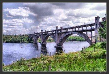 Красочная фотография моста Преображенского