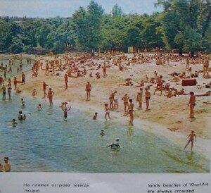 На пляжах острова Хортица всегда много людей