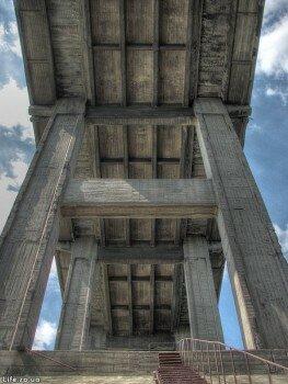 Под четырехарочным мостом Преображенского