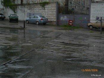 Первый день закрытия на реконструкцию. На снимке ж/д переезд между корпусами АвтоЗАЗа, вскоре он исчезнет.