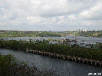 Вид на о. Хортица с Днепровской плотины.