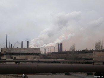 А заводы всё дымят и дымят...