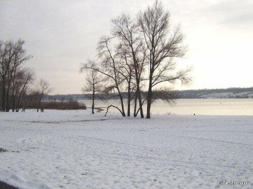 Зимний пляж возле гостиницы Reikartz